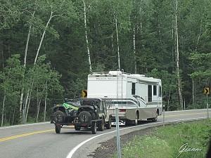 Camper traina fuoristrada con carrello con quad....