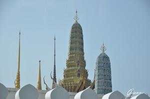 Il palazzo reale, statue e pagode