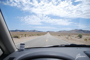 On the road verso Death Valley
