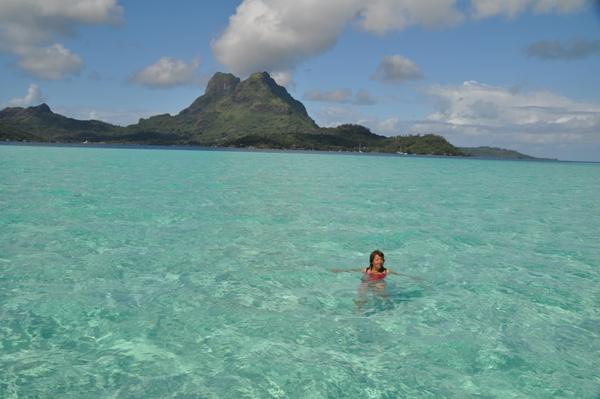 Un bagno nella laguna di Bora Bora