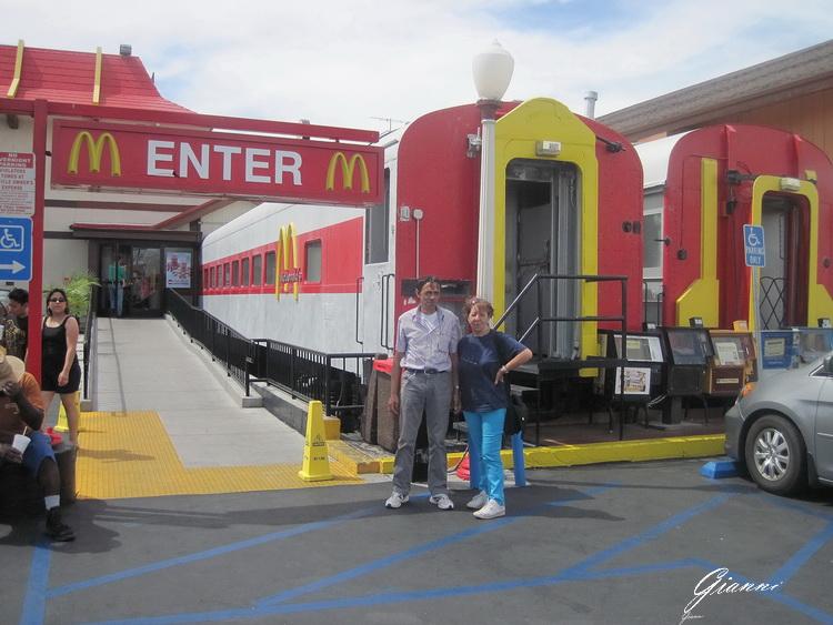 California - Mc Donalds in treno