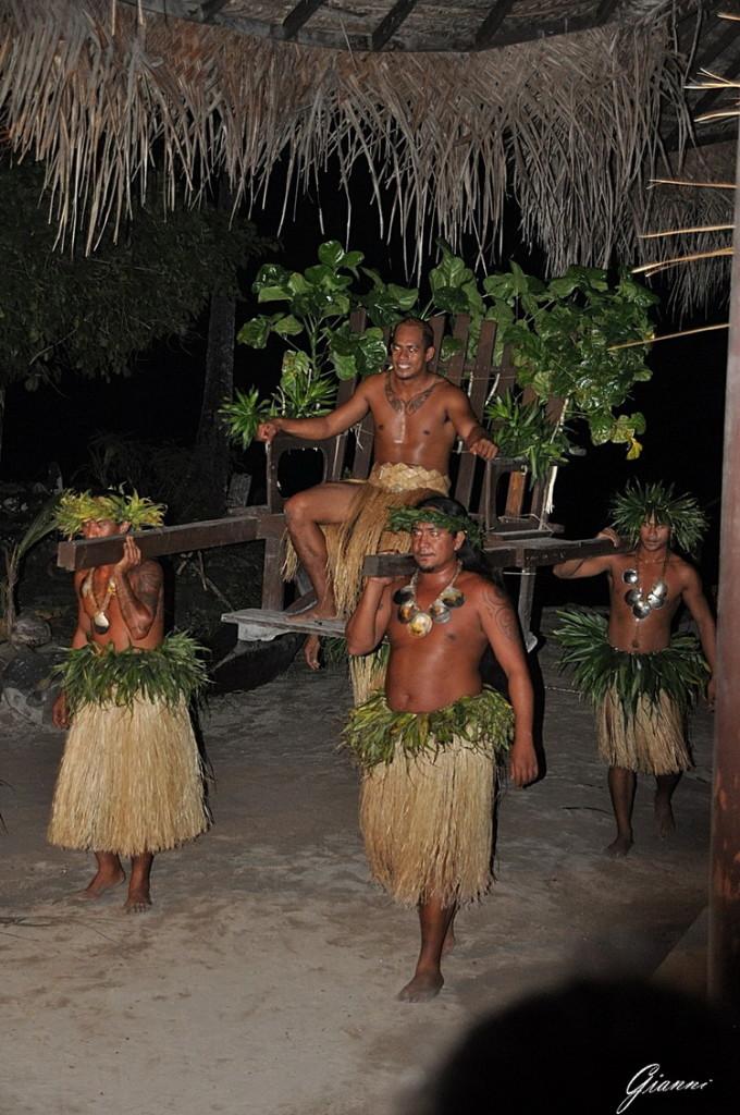 Tiki Village - Lo spettacolo serale