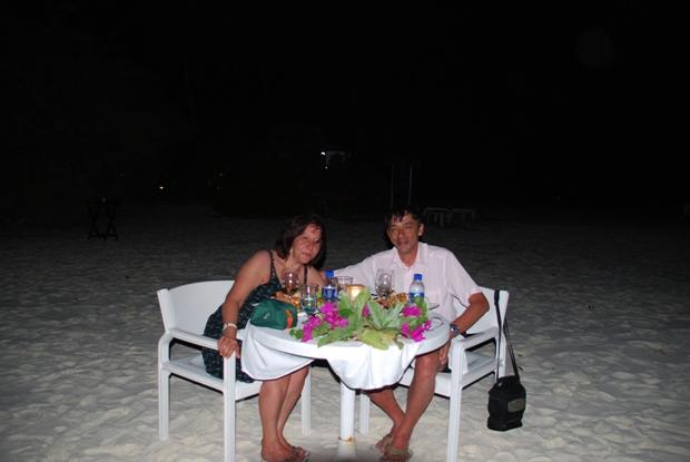 Una romantica cena sulla spiaggia