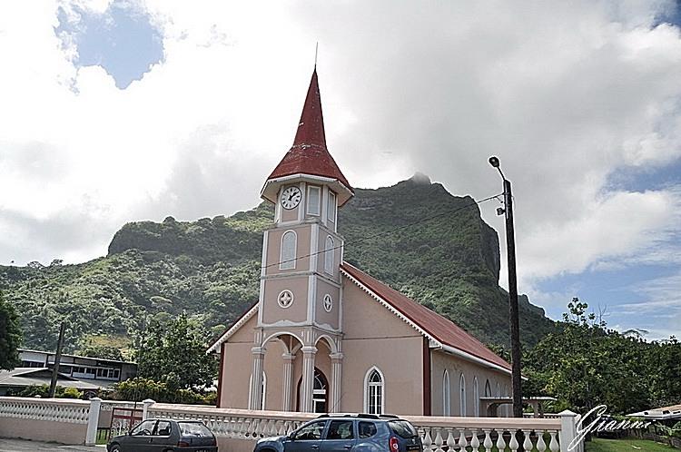 Polinesia -Chiesa di Vaitape
