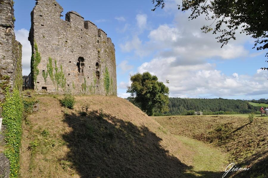 Le mura del castello di Restormel