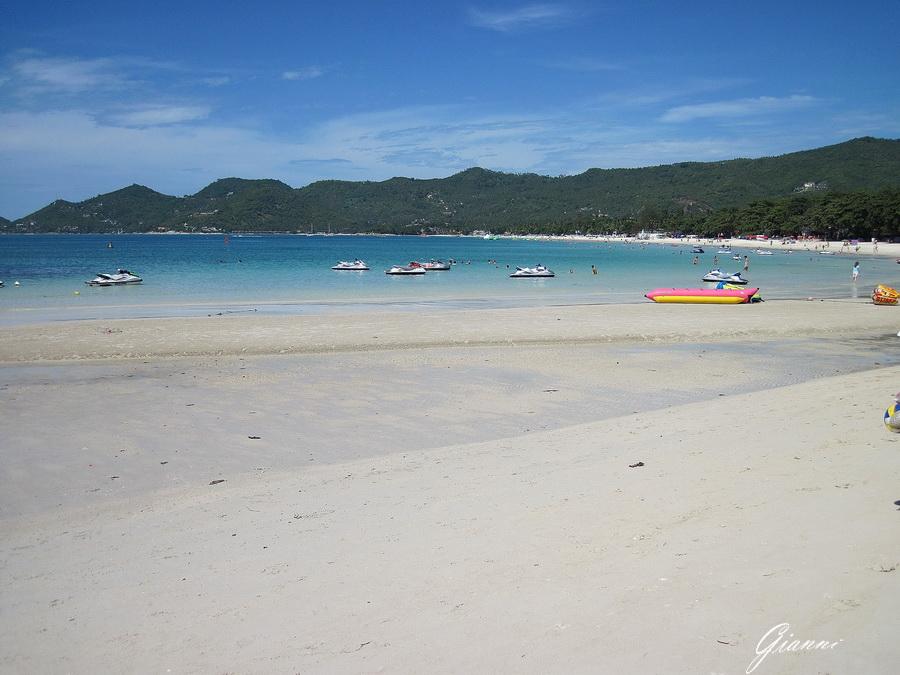 Spiaggia bianca mare azzurro