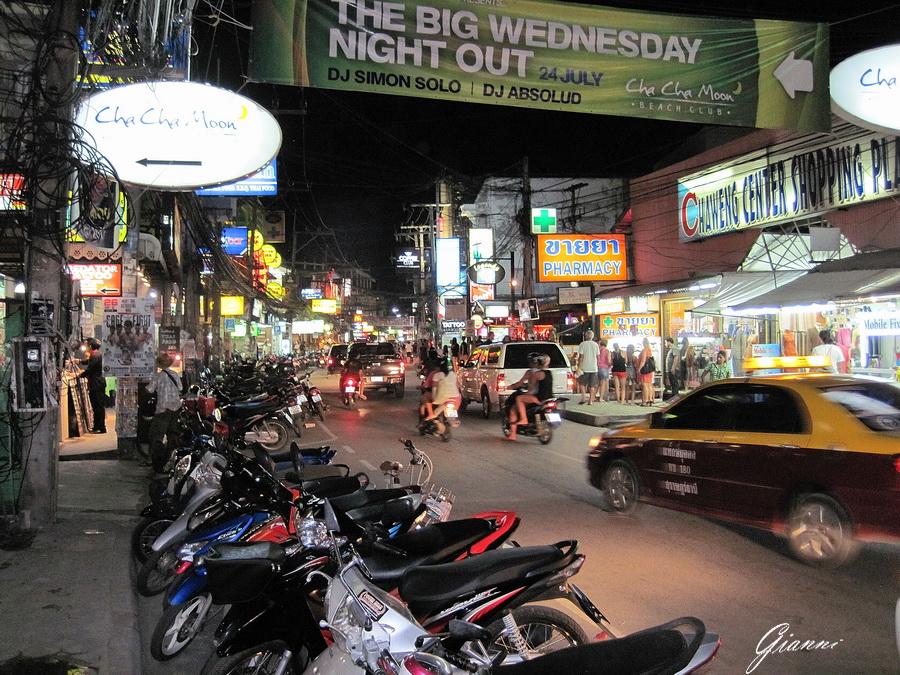La strada principale di Chaweng