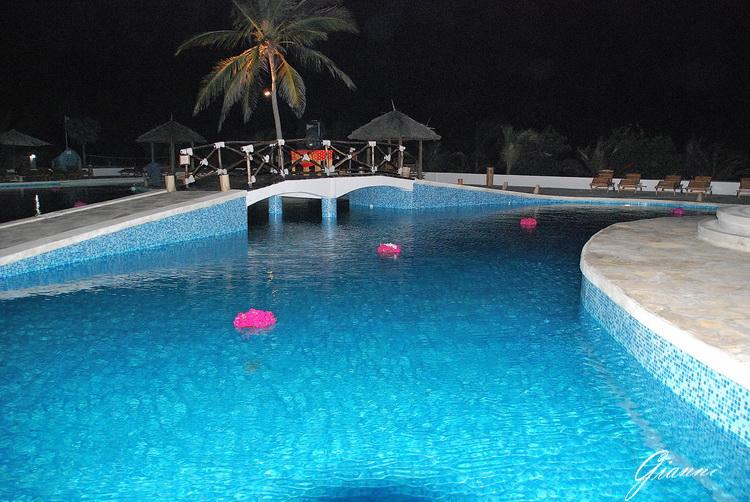 Twiga Beach Resort Watamu - La piscina di notte