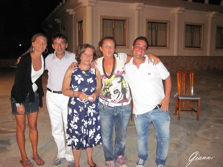 Gli animatori del Twiga Beach Resort