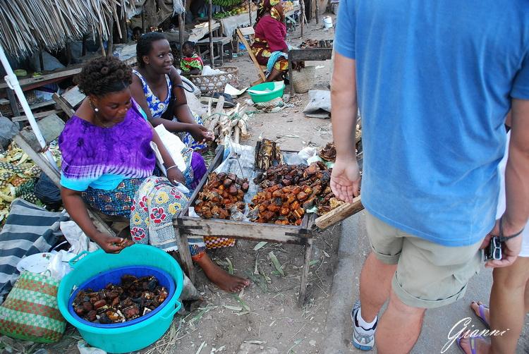 Mercato di Malindi - Non so cosa fossero... ma non mi è venuta la voglia di assaggiare