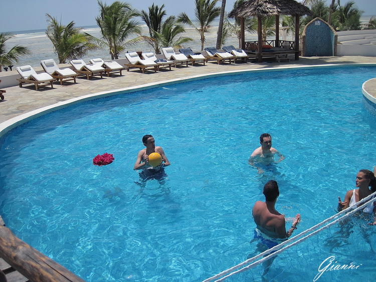 Twiga Beach Resort - Giochi in piscina