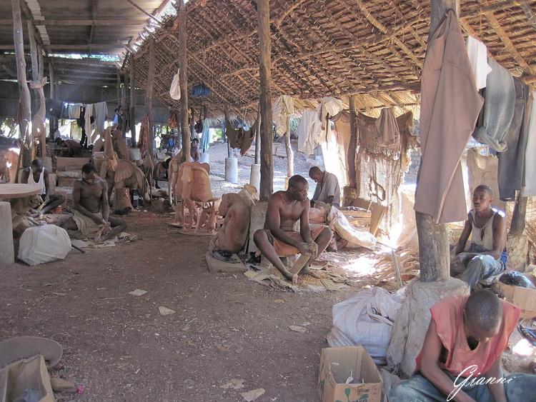 Kenya - La fabbrica del legno a Malindi