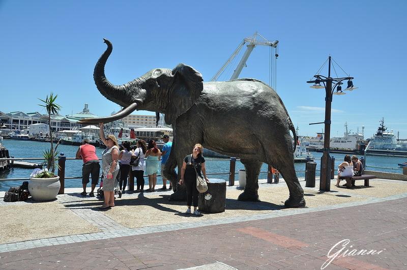 Elefante di bronzo