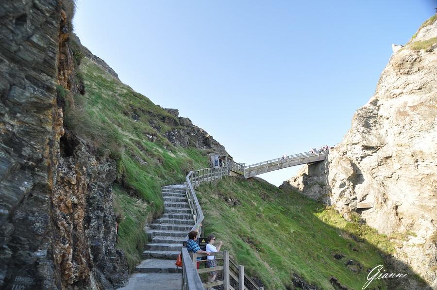 La via d'accesso al castello