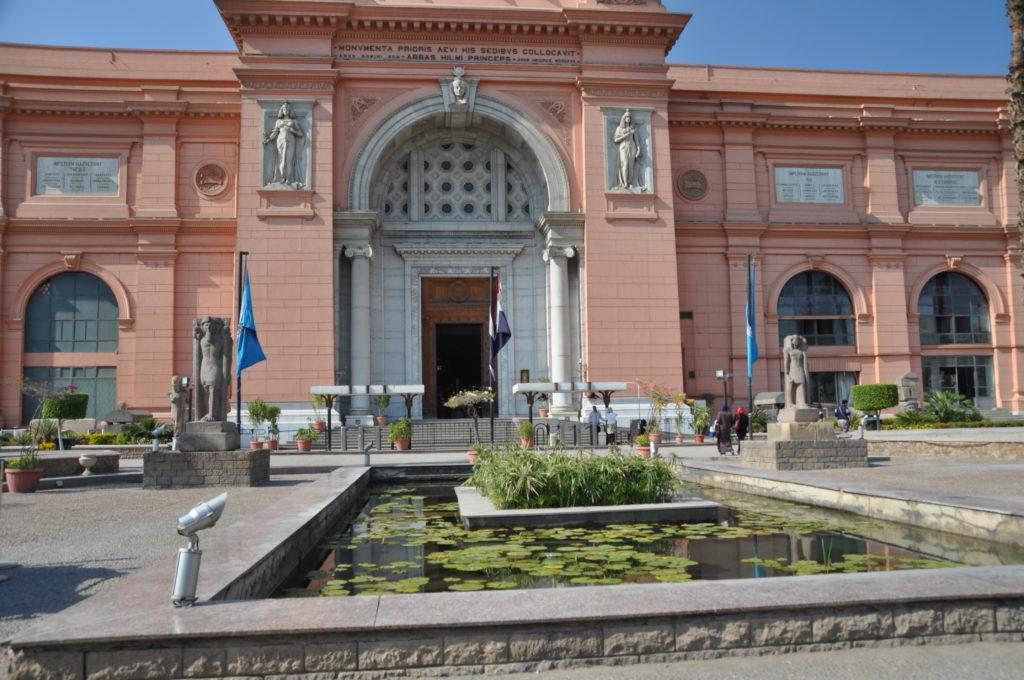 L'ingresso del museo egizio