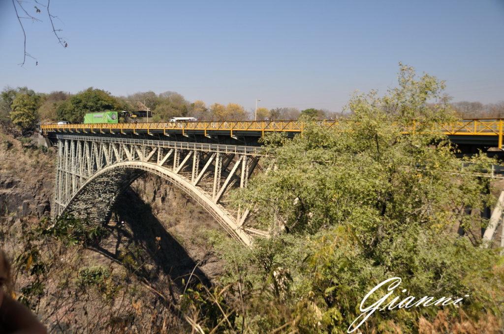 Bungee jumping dal ponte