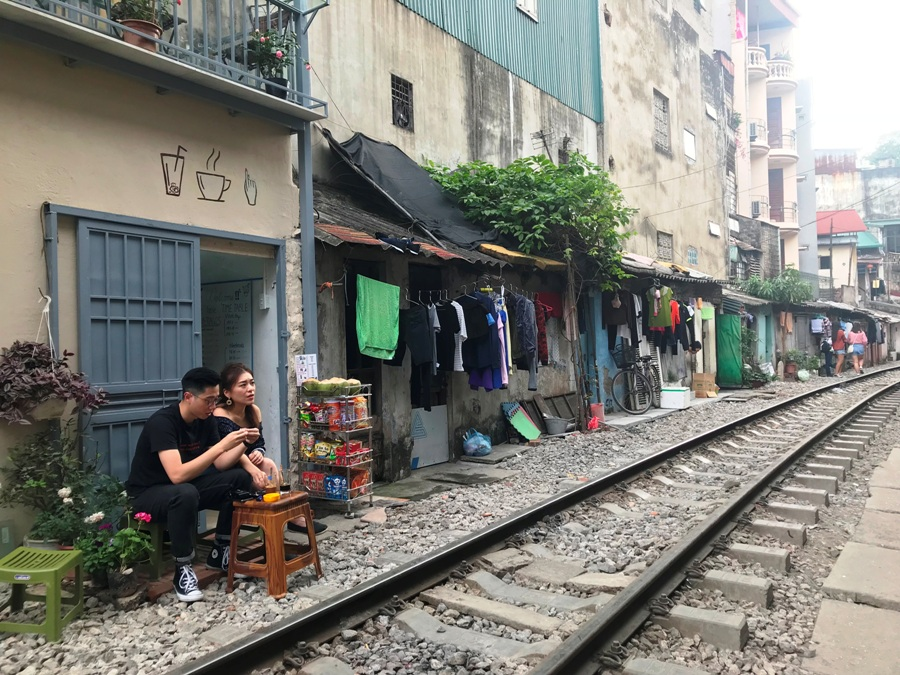 Ferrovia tra le case di Hanoi