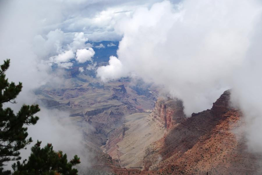 Grand Canyon nella nebbia