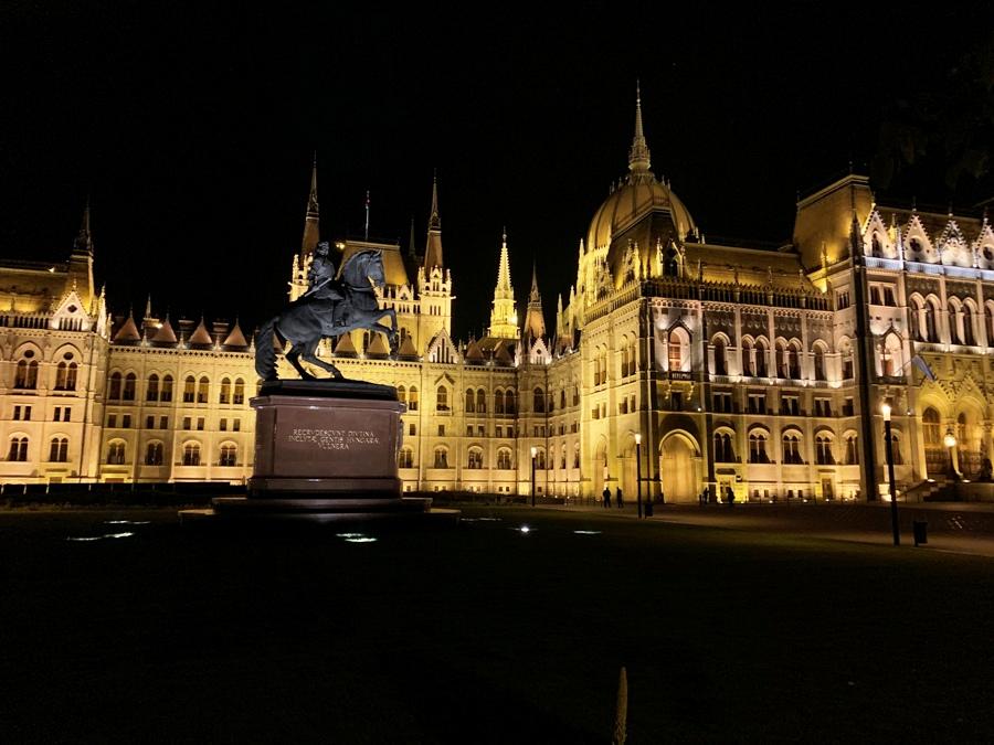 Parlamento di Budapest by night
