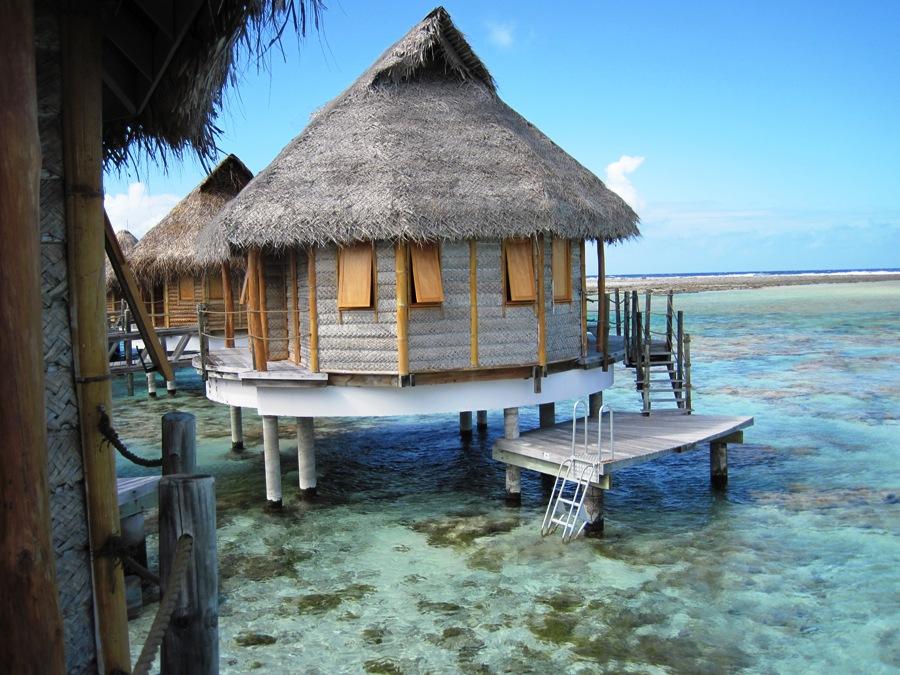 overwater bungalow a Tikehau