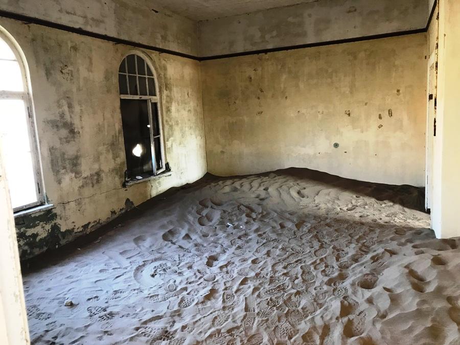 Interno di un edificio di Kolmanskop