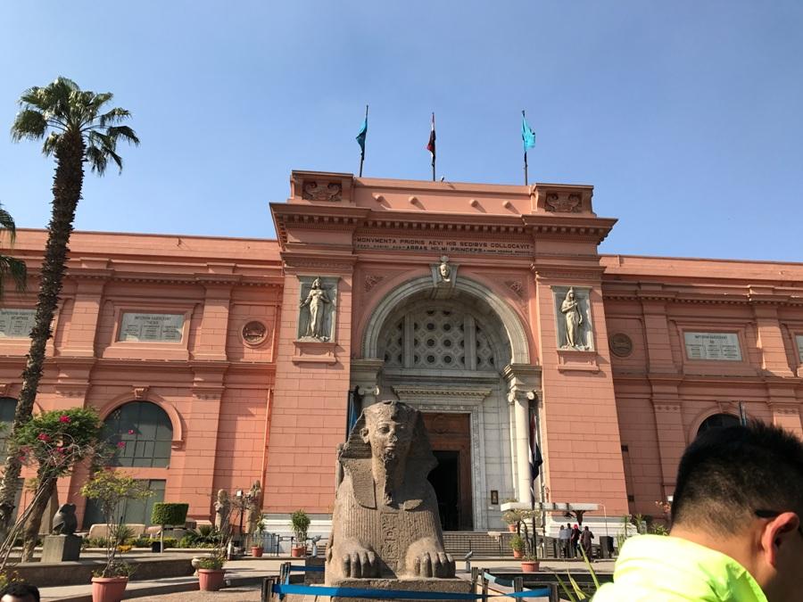 L'ingresso del Museo Egizio al Cairo