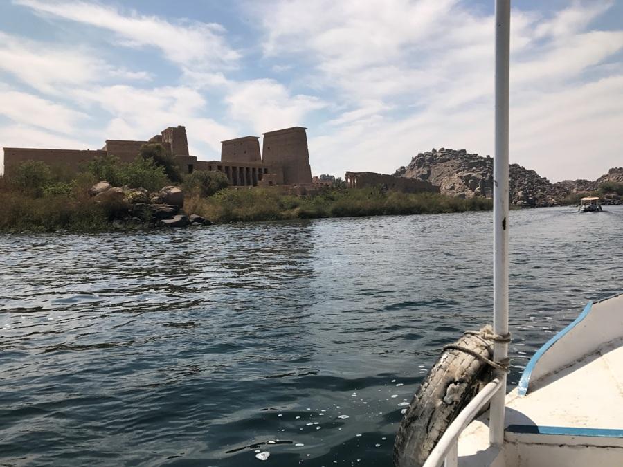Egitto In barca verso il tempio di Philae