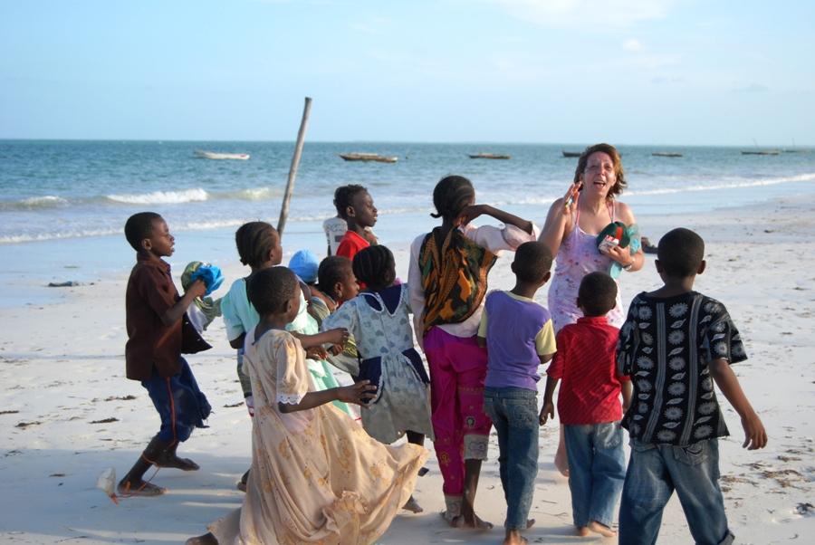 Bambini sulla spiaggia di Zanzibar
