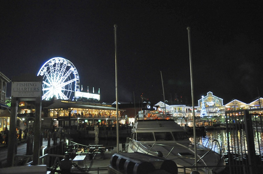 Il Waterfront by night