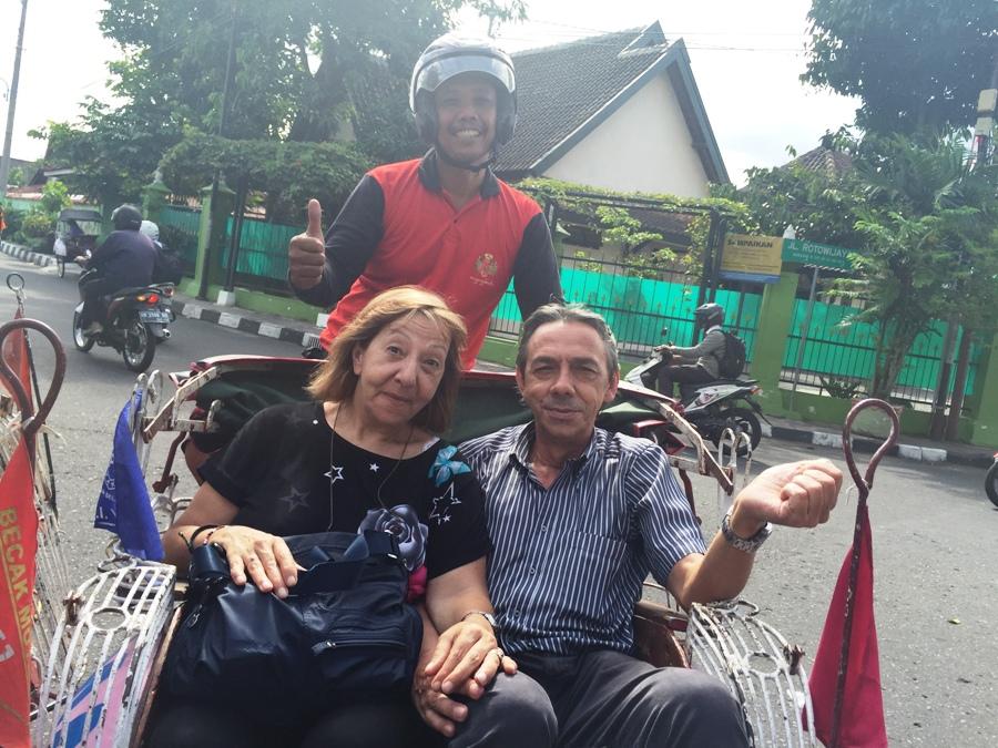 Sul rickshaw a motore
