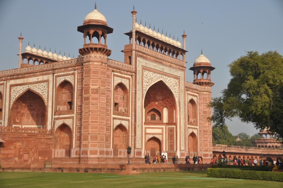 Edificio all'ingresso del Taj Mahal