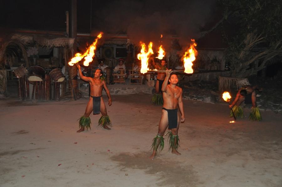 Danze polinesiane al Tiki Village