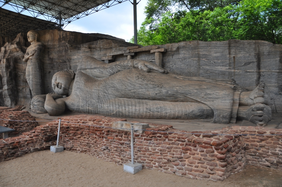Gal Vihara Buddha Sdraiato