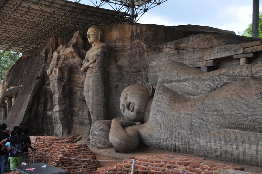 Statue a Gal Vihara