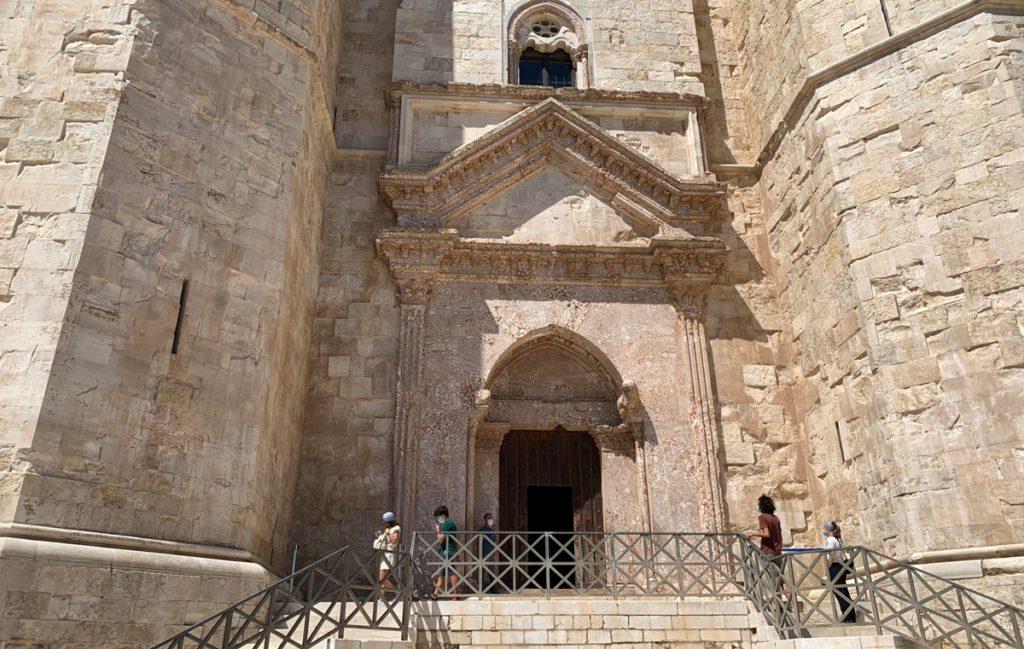 L'ingresso a Castel del Monte