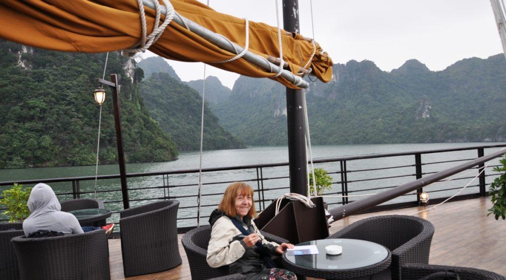 Navigazione sulla Baia di Lan Ha