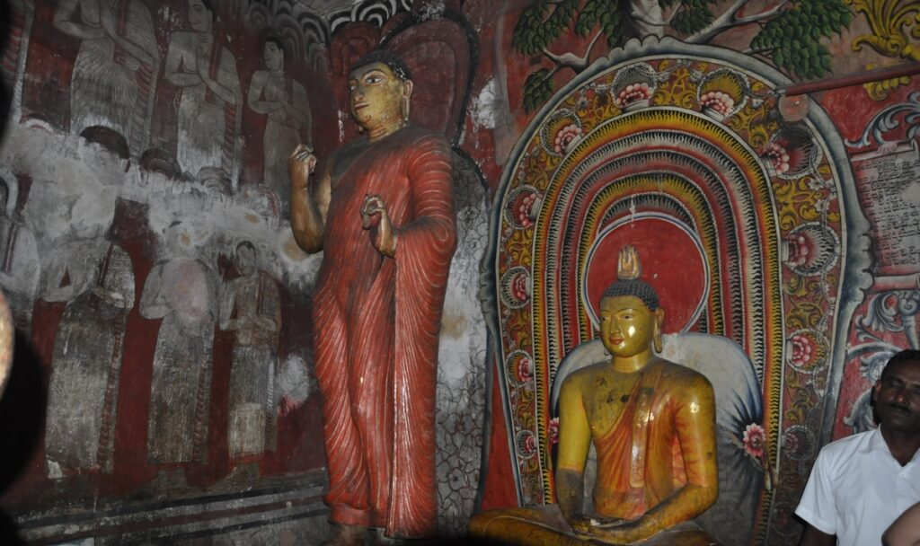 Statue nelle Grotte di Dambulla