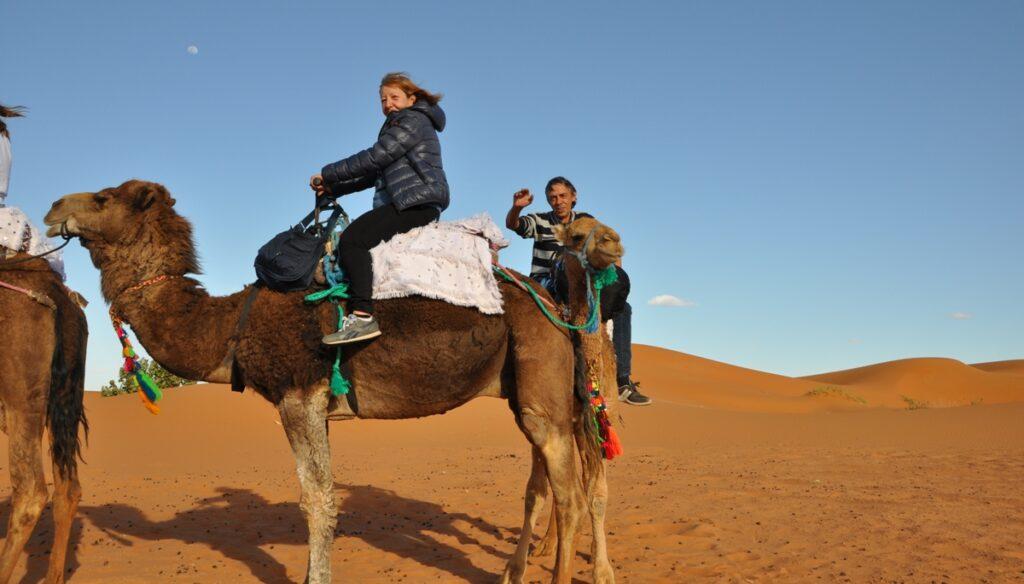 Sul dromedario nel Deserto di Merzouga.