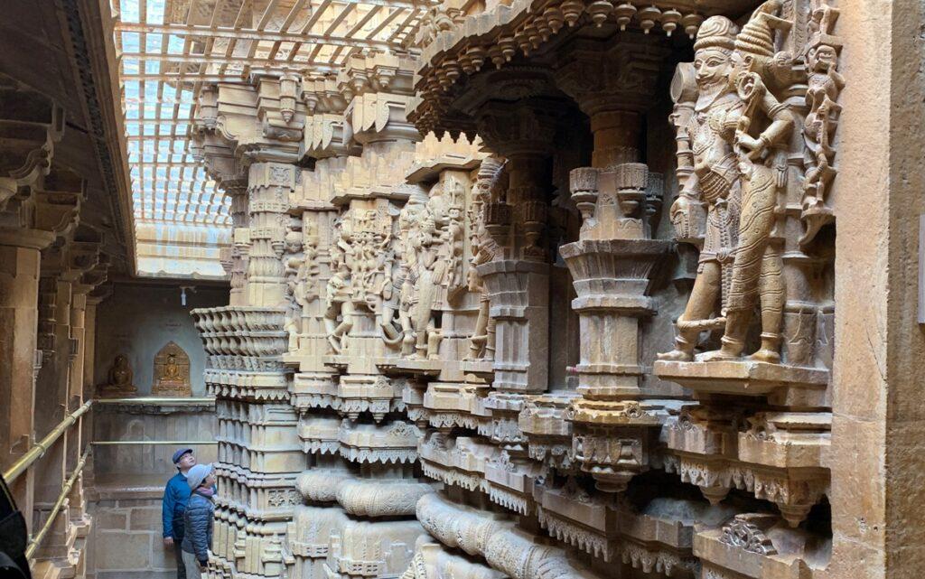 Interno di un tempio giainista