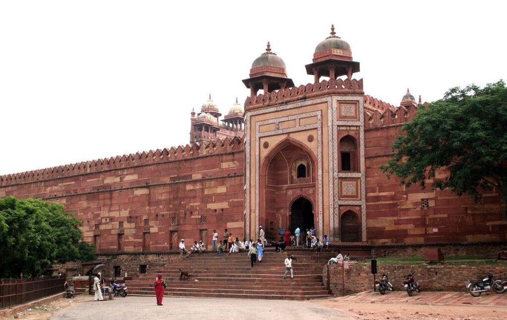 L'ingresso laterale della Moschea