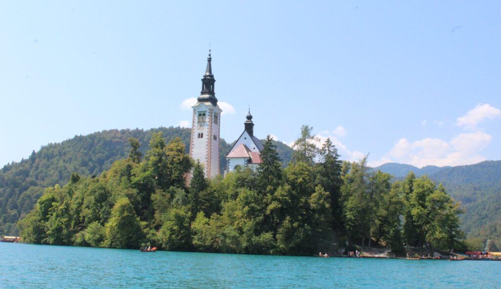 Isolotto nel centro del lago