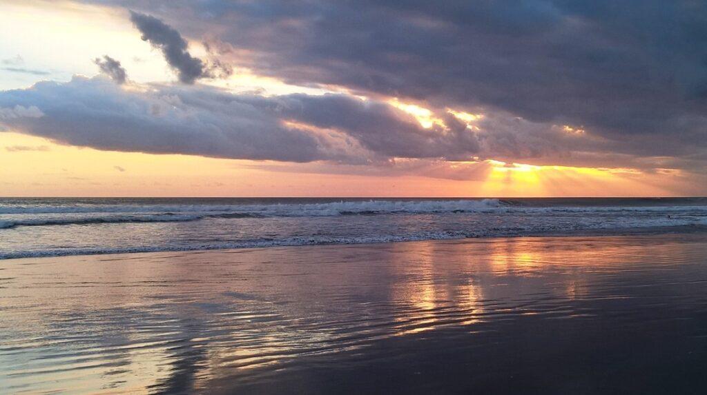 Tramonto sulla spiaggia di Kuta