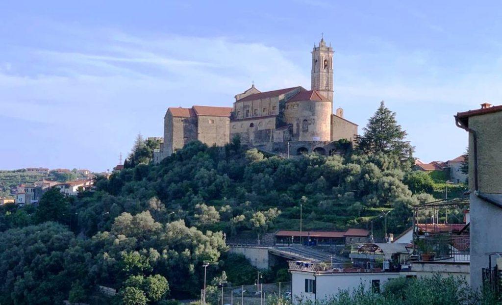 Panorama del borgo di Castellaro in Liguria