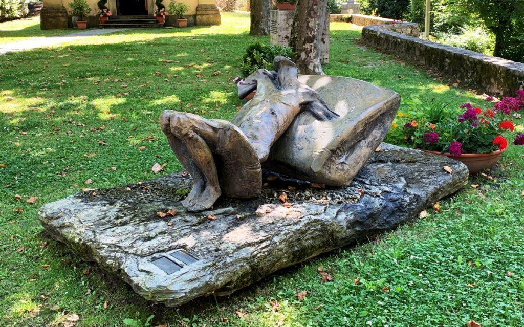 Statua nella Piazza della Chiesa